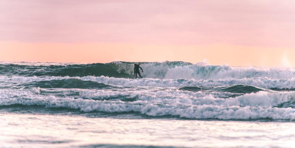 rob machado surfing encintas