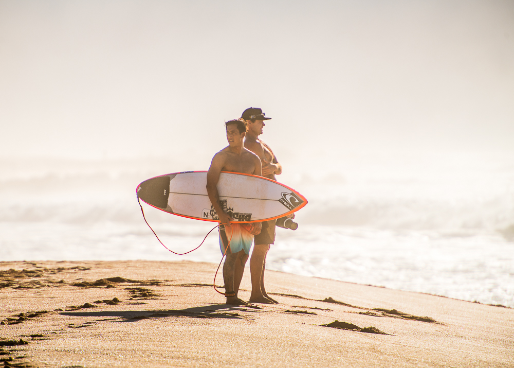 surfing pipeline